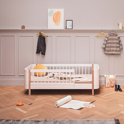 Oliver Furniture, Wood Mini+ juniorseng - hvid/eg