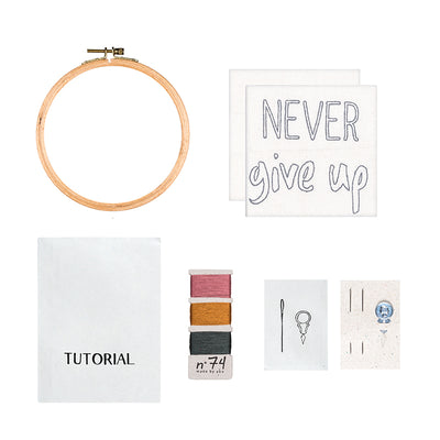 Numero 74 broderisæt, Hoop Kit Quote - Never give up