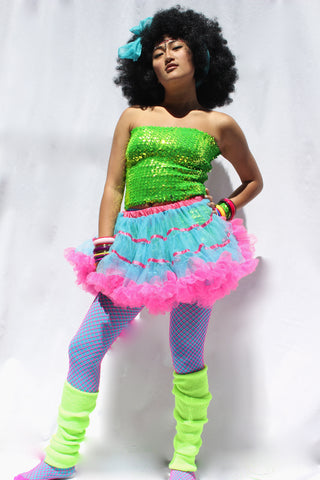 Our model is wearing the Neon Yellow leg warmers.