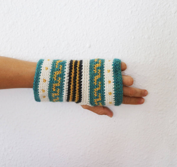 Andean Fingerless Mitts - KNITCRATE