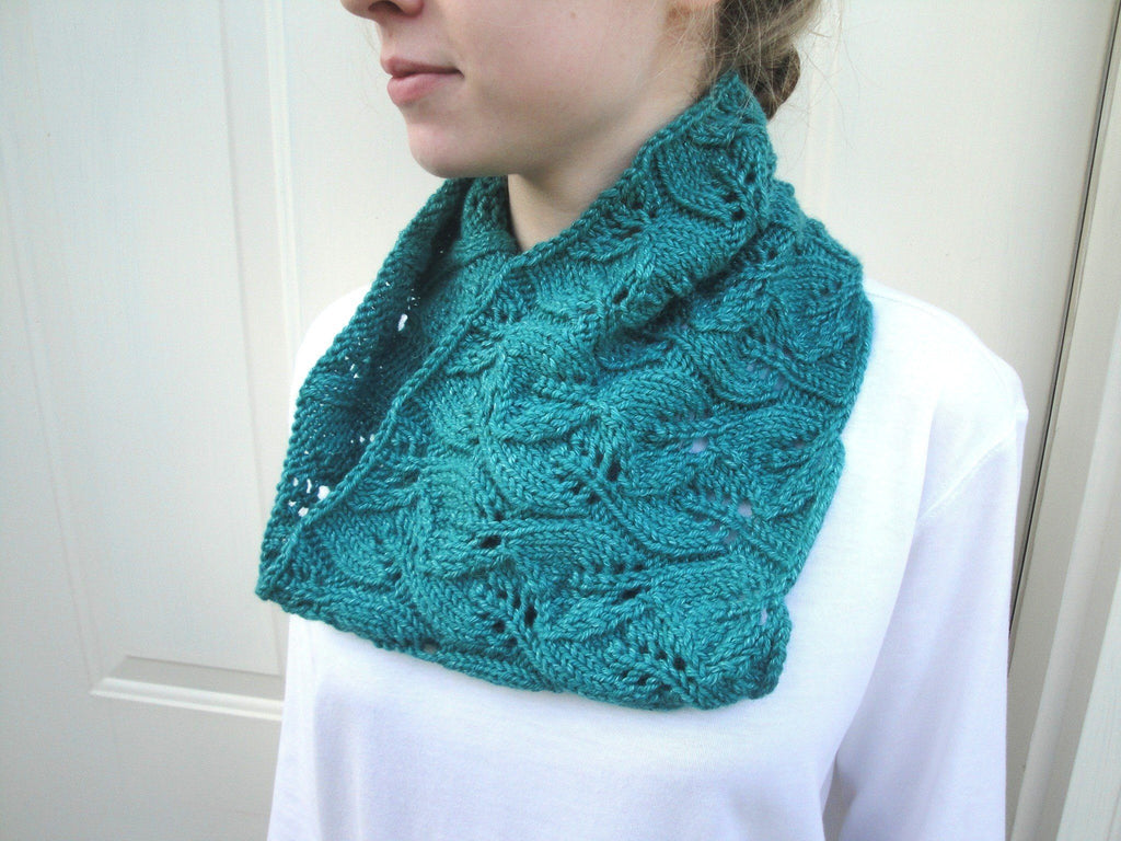 Emerald Leaf Cowl - KNITCRATE