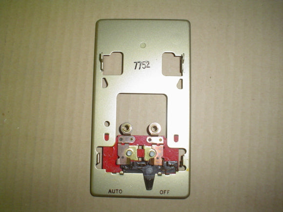 Honeywell Thermostat MODEL:Q473B 1015 120V, 50/60HZ