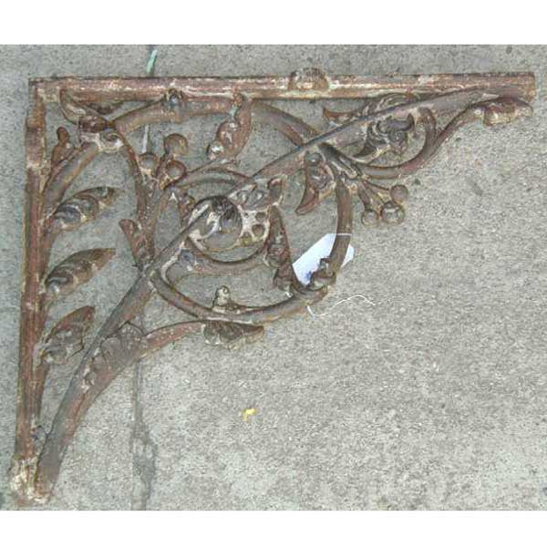 English Victorian Cast Iron Bracket