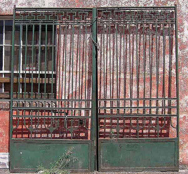 Jugendstil Green Painted Wrought Iron Fence and Gates
