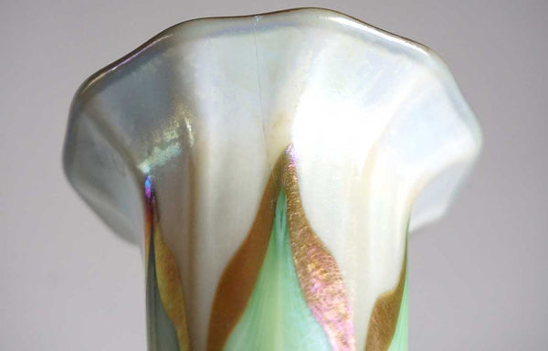 American Quezal Art Nouveau Glass Pulled Feather Lily Lamp Shade