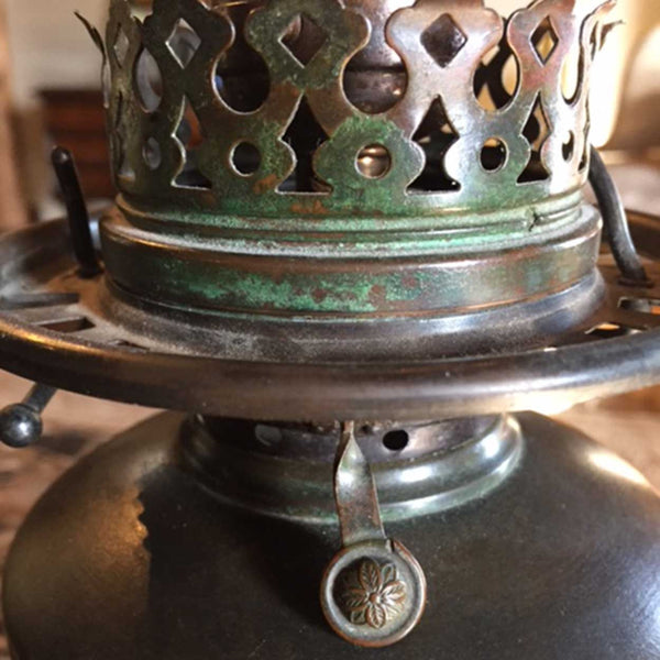 American Tiffany Studios Bronze Tobacco Leaf Base and Favrile Glass Table Lamp