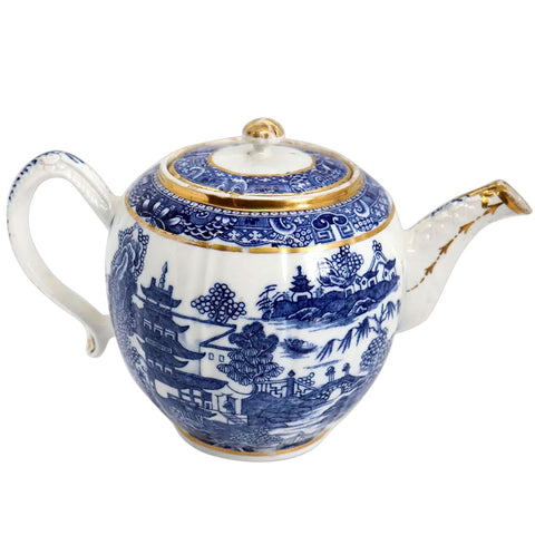 English Caughley Porcelain Gilt, Blue and White Blue Willow Teapot