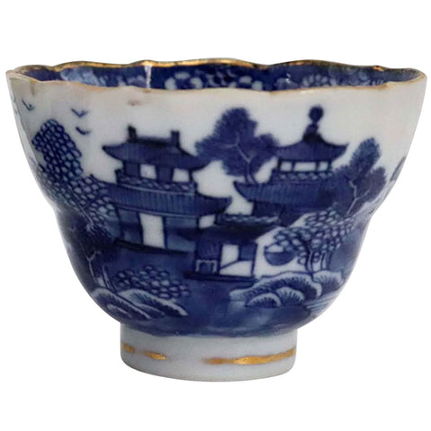 Chinese Export Qianlong Gold Gilt, Blue and White Porcelain Pagoda Tea Bowl