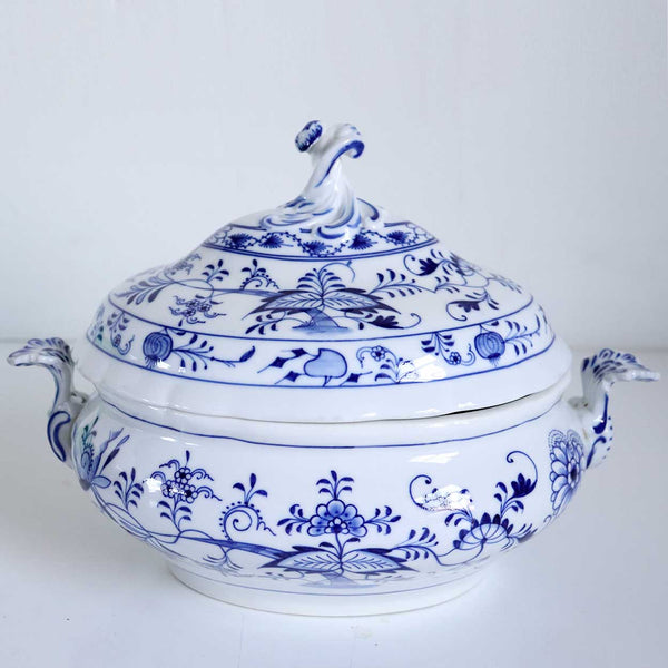 German Meissen Oven and Porcelain Manufactory (Carl Teichert) Porcelain Blue Onion Covered Tureen