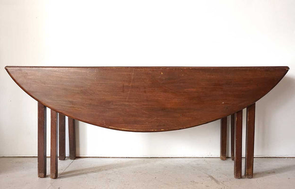 English George III Mahogany Drop-Leaf Oval Hunt Table