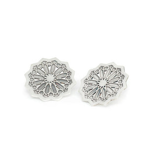 Large star stud earrings From the Andalusí collection by PLATÓNICA. Sterling silver. 925 silver. Author jewelry. Contemporary jewelry. Hand-made jewelry. Jewelry inspired by the Alhambra and the Alcázar of Seville. Jewelery workshop in the Albaicín, Andalusia, Granada, Spain. Unique jewels. Exclusive designs. Jewels made of Andalusia