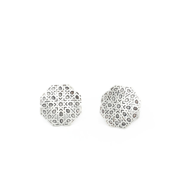 Small Mudéjar Stud Earrings From the Andalusí collection by PLATÓNICA. Sterling silver. 925 silver. Author jewelry. Contemporary jewelry. Hand-made jewelry. Jewelry inspired by the Alhambra and the Alcázar of Seville. Jewelry workshop in the Albaicín, Andalusia, Granada, Spain. Unique jewels. Exclusive designs. Jewels made from Andalusia