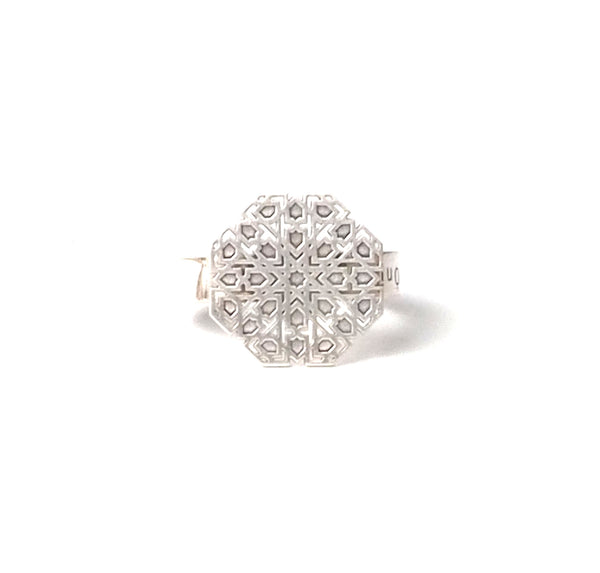 Small Mudejar Ring From the Andalusí collection by PLATÓNICA. Sterling silver. 925 silver. Author jewelry. Contemporary jewelry. Hand-made jewelry. Jewelry inspired by the Alhambra and the Alcázar of Seville. Jewelry workshop in the Albaicín, Andalusia, Granada, Spain. Unique jewels. Exclusive designs. Jewels made from Andalusia