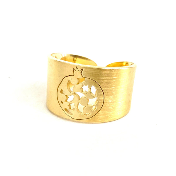 Granada Wide Ring no. two. . Gold plated silver. PLATÓNICA, contemporary signature jewelry. manufactured in our workshop in Albaicin, Granada, Spain. Handmade jewelry. Alhambra Jewels, Granada. Granada crafts. Jewels made from Andalusia.