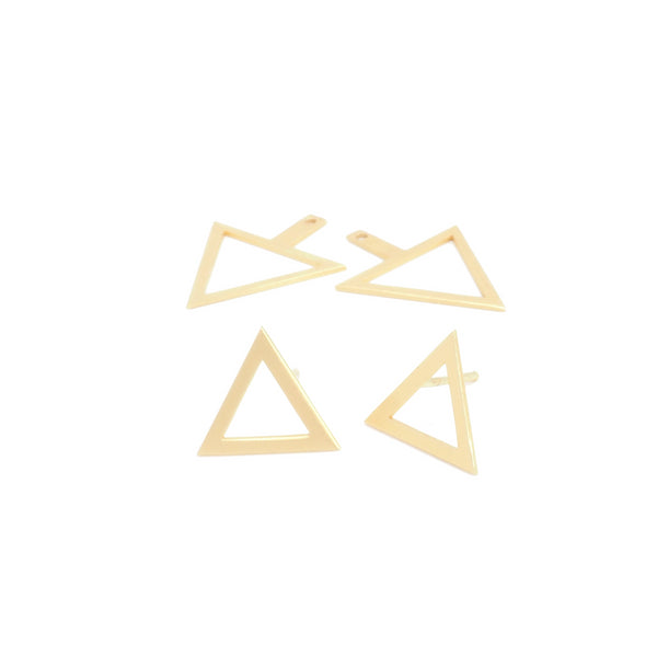 Openwork triangle earrings with three different positions from PLATÓNICA's Minimal collection. Gold plated silver. Minimalist jewelry. Contemporary jewelry. Author jewelry. Made in Granada, Andalusia, Spain. Jewelry workshop in the Albaicín. Crafts. Hand-made jewelry. Jewels made from Andalusia. Geometry. Simple and elegant style.