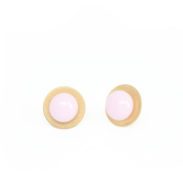 LARGE PINK BUTTON EARRINGS. PLATONICA. GDP COLLECTION. GOLD PLATED SILVER AND GLASS. CONTEMPORARY JEWELRY. AUTHOR JEWELRY. CRAFTS. MADE IN GRANADA. MADE IN SPAIN. MADE IN ANDALUSIA