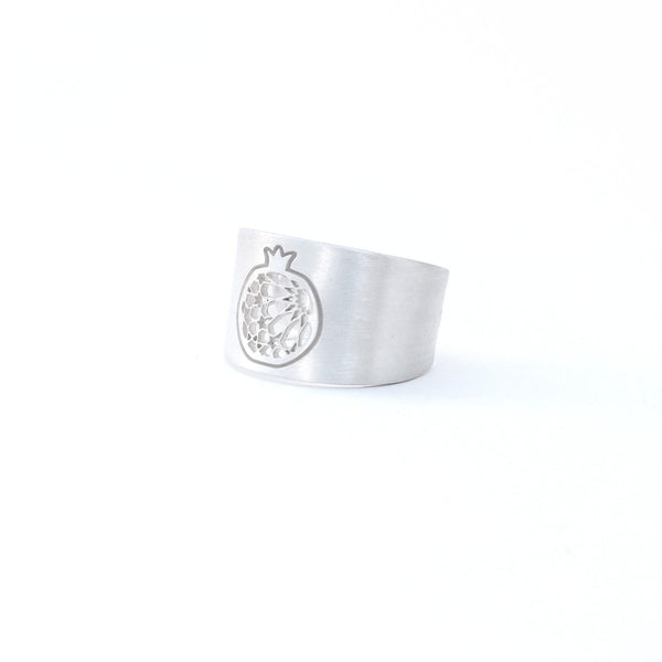 Pomegranate wide ring no. 1. 925 silver. Sterling silver. PLATÓNICA, contemporary signature jewelry. manufactured in our workshop in Albaicin, Granada, Spain. Handmade jewelry. Alhambra Jewels, Granada. Granada crafts. Jewels made from Andalusia.