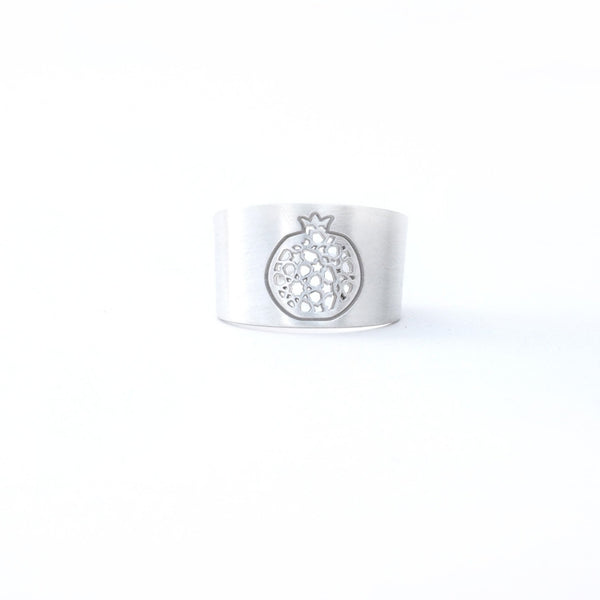 Granada Wide Ring no. 4. 925 silver. Sterling silver. PLATÓNICA, contemporary signature jewelry. manufactured in our workshop in Albaicin, Granada, Spain. Handmade jewelry. Alhambra Jewels, Granada. Granada crafts. Jewels made from Andalusia.