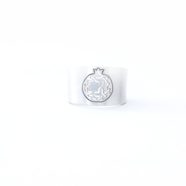 Pomegranate wide ring no.3. 925 silver. Sterling silver. PLATÓNICA, contemporary signature jewelry. manufactured in our workshop in Albaicin, Granada, Spain. Handmade jewelry. Alhambra Jewels, Granada. Granada crafts. Jewels made from Andalusia.