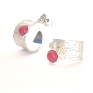 Red Nasrid Palaces detail hoops inspired by the mural decoration of the Alhambra, Granada. Signature jewelery based on the ataurique plasterwork of Andalusian architecture. Contemporary sterling silver and glass jewelry. Ethnic and sophisticated style. Made in Spain. Local crafts