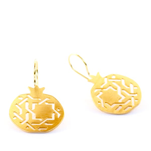 Granada Hook earrings no. 3. Gold plated silver. PLATÓNICA, contemporary signature jewelry. manufactured in our workshop in Albaicin, Granada, Spain. Handmade jewelry. Alhambra Jewels, Granada. Granada crafts. Jewels made from Andalusia.