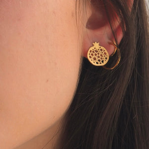 Granada no.4 through earring. Gold plated silver. PLATÓNICA, contemporary signature jewelry. manufactured in our workshop in Albaicin, Granada, Spain. Handmade jewelry. Alhambra Jewels, Granada. Granada crafts. Jewels made from Andalusia.
