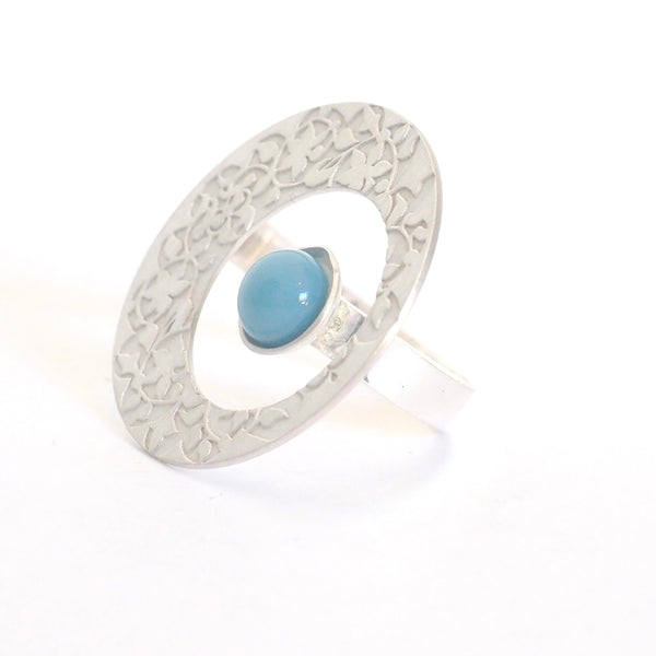 Round Adjustable Ring detail Palacios Nazaríes Azul inspired by the wall decoration of the Alhambra, Granada. Signature jewelery based on the ataurique plasterwork of Andalusian architecture. Contemporary sterling silver and glass jewelry. Ethnic and sophisticated style. Made in Spain. Local crafts.