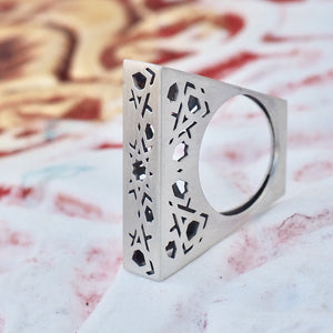 Mudejar Trapeze Ring From the Andalusí collection by PLATÓNICA. Sterling silver. 925 silver. Author jewelry. Contemporary jewelry. Hand-made jewelry. Jewelry inspired by the Alhambra and the Alcázar of Seville. Jewelry workshop in the Albaicín, Andalusia, Granada, Spain. Unique jewels. Exclusive designs. Jewels made from Andalusia