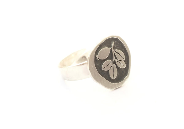 Adjustable sterling silver ring. Jewel inspired by the botany of the Alhambra and Granada. Contemporary signature jewelry inspired by Andalusian tradition and culture. Granada crafts. Jewels made from Andalusia.