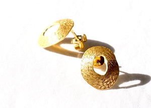 Small stud earring The Penélope collection by PLATÓNICA is inspired by the dream weaver from Homer's Odyssey. Gold plated silver. Contemporary signature jewelry made by hand in our Albaicín workshop in Granada, Spain. Jewels made from Andalusia