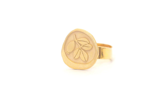 Gold plated sterling silver adjustable ring. Jewel inspired by the botany of the Alhambra and Granada. Contemporary signature jewelry inspired by Andalusian tradition and culture. Granada crafts. Jewels made from Andalusia.