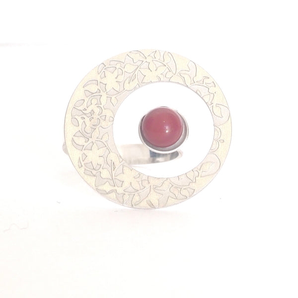 Round Adjustable Ring Nasrid Palaces detail Red inspired by the wall decoration of the Alhambra, Granada. Signature jewelery based on the ataurique plasterwork of Andalusian architecture. Contemporary sterling silver and glass jewelry. Ethnic and sophisticated style. Made in Spain. Local crafts.