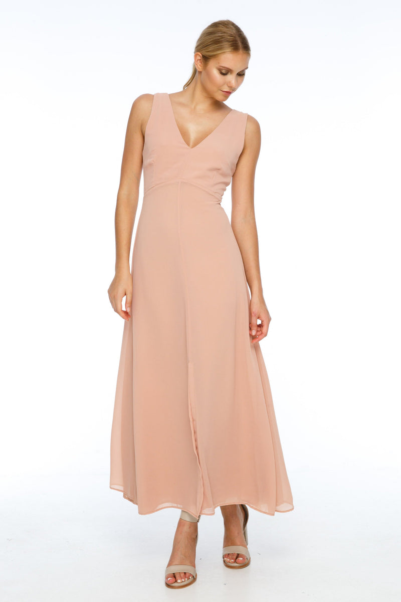 BLAK BRIDESMAIDS  A flattering v neckline, and thicker straps makes the Believer Dress compatible with most body shapes. With a fitted body and flowing skirt, the front split adds a little bit of drama to a classic shape.  Front view.
