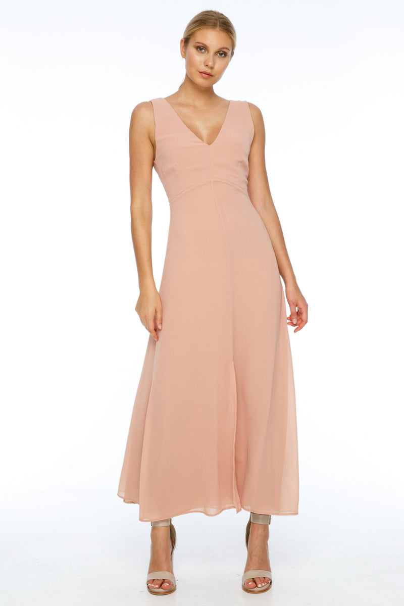 BLAK BRIDESMAIDS  A flattering v neckline, and thicker straps makes the Believer Dress compatible with most body shapes. With a fitted body and flowing skirt, the front split adds a little bit of drama to a classic shape - Front view