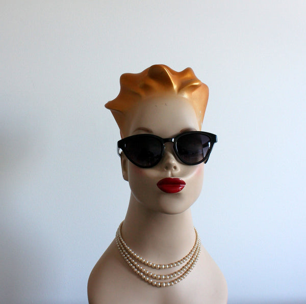'Cynthia stands out' vintage style sunglasses black