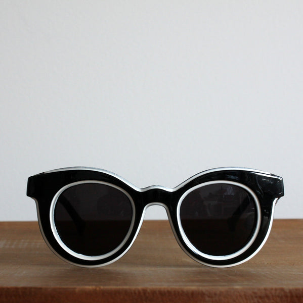 'Channelling Twiggy' vintage style sunglasses black/white