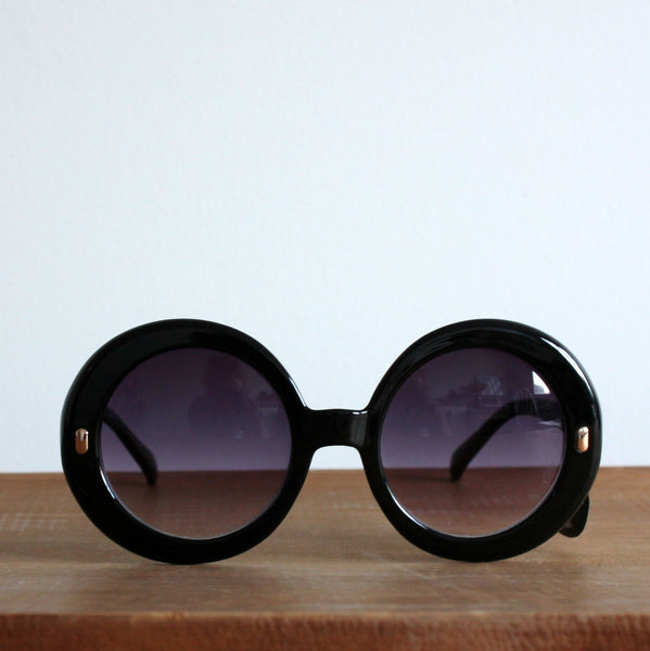 'Modly in Love' vintage style sunglasses black