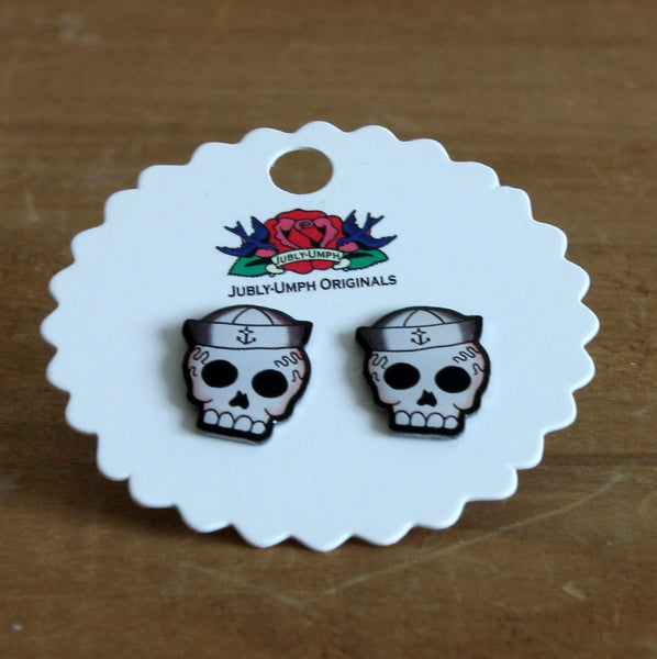 Sailor skull stud earrings