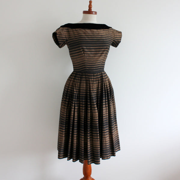 Vintage 1950's cap sleeve dress