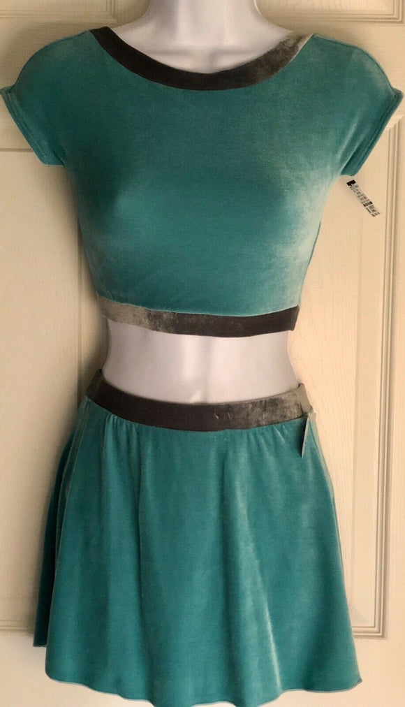 GK FIGURE SKATE ADULT SMALL 2PC GREEN GRAY VELVET CAP SLV CROP TOP & SKIRT SET S - Outlet Values