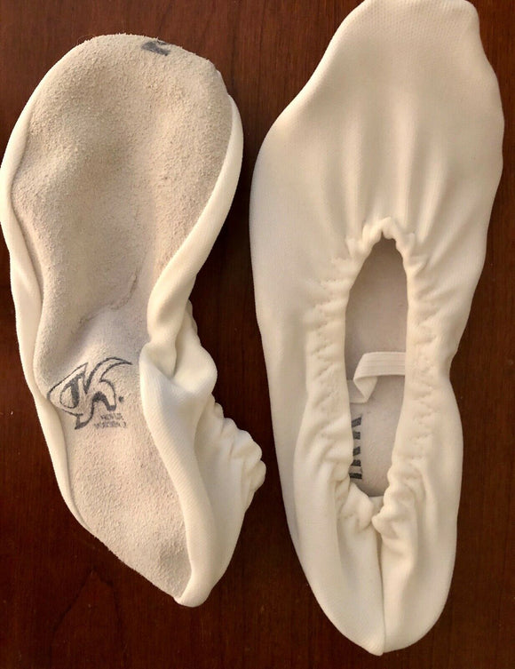 GK Elite GK21 Sz CHILD 2 SHOE NWT SUEDE SOLE GYMNASTIC DANCE SLIPPERS WHITE - Outlet Values
