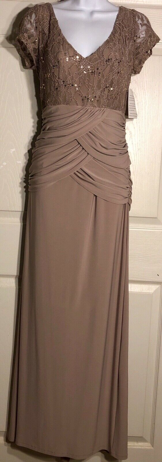 NWOT URSULA OF SWITZERLAND SHORT SLEEVE LACE SEQUINZ TAUPE CREPE GOWN SIZE 8 - Outlet Values