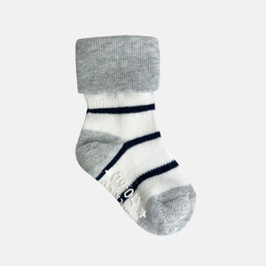 Non-Slip Stay on socks in Navy wide Stripe