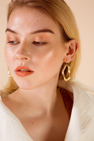 Brass Wave Circle Earrings