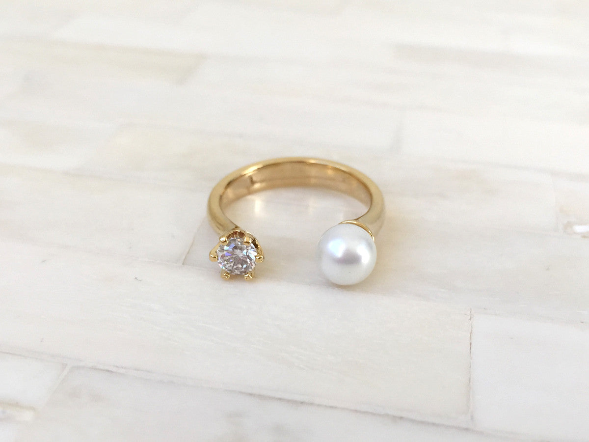 Pearl & Crystal Ring