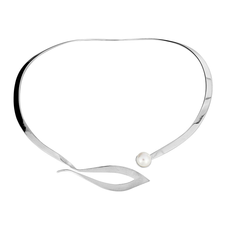 Pearl & Open Leaf Collar