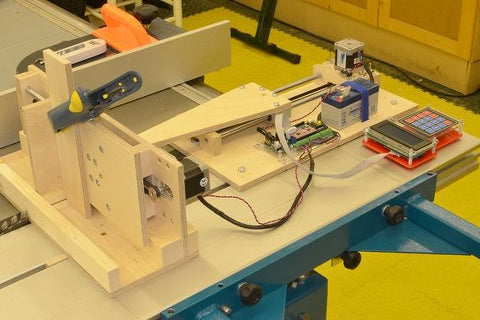 Quite Useful Stuff's SmartMini-powered box jointer