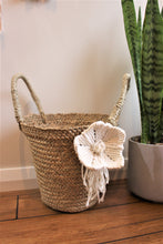 Load image into Gallery viewer, Macrame Flower Seagrass Basket