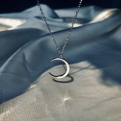 Crescent Moon Necklace - PuraVanity
