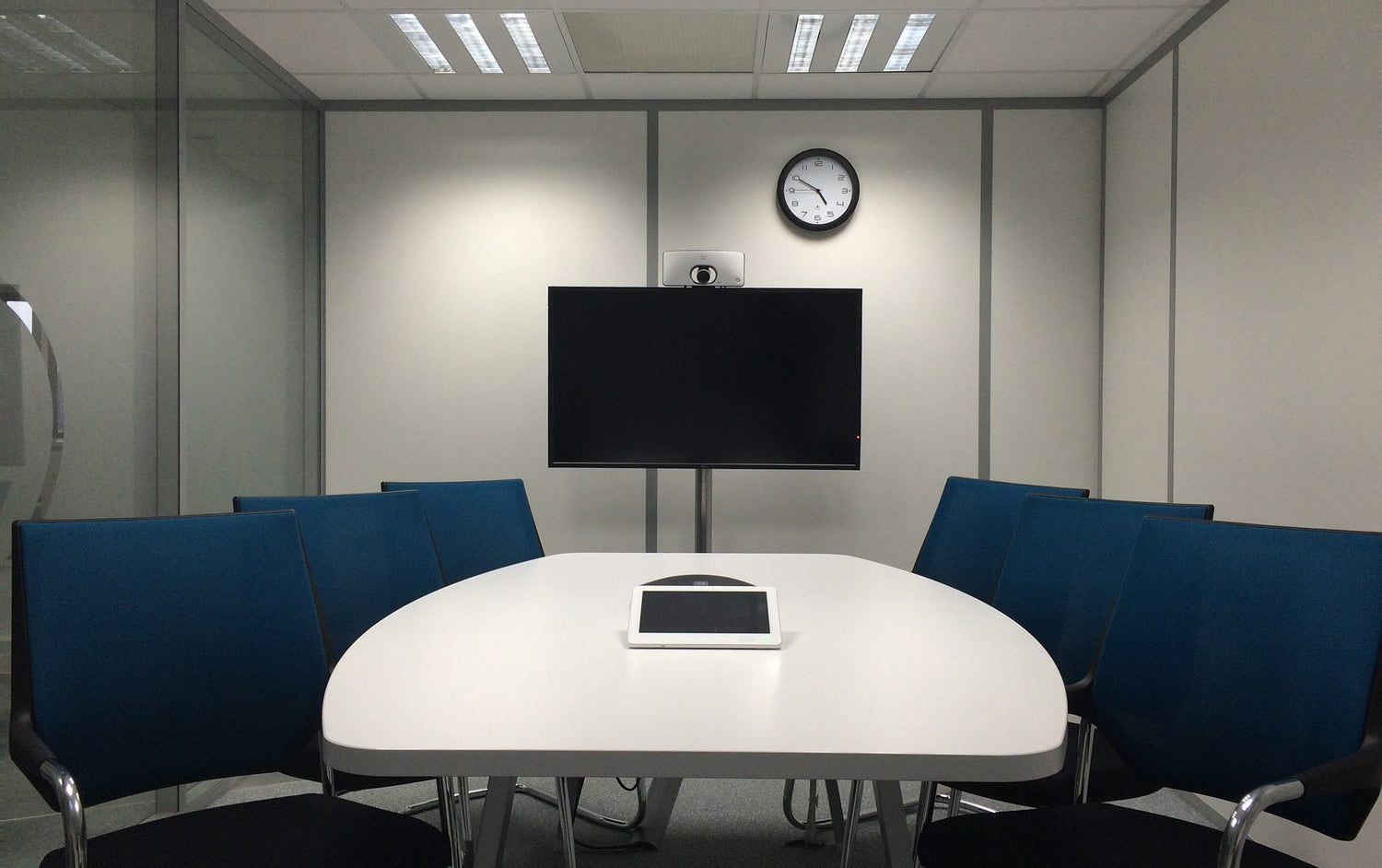 IT services for communication in a shared space